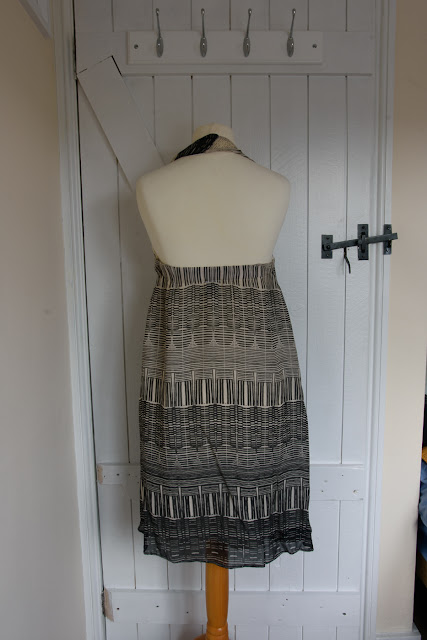 Back of halter neck dress, with elastic