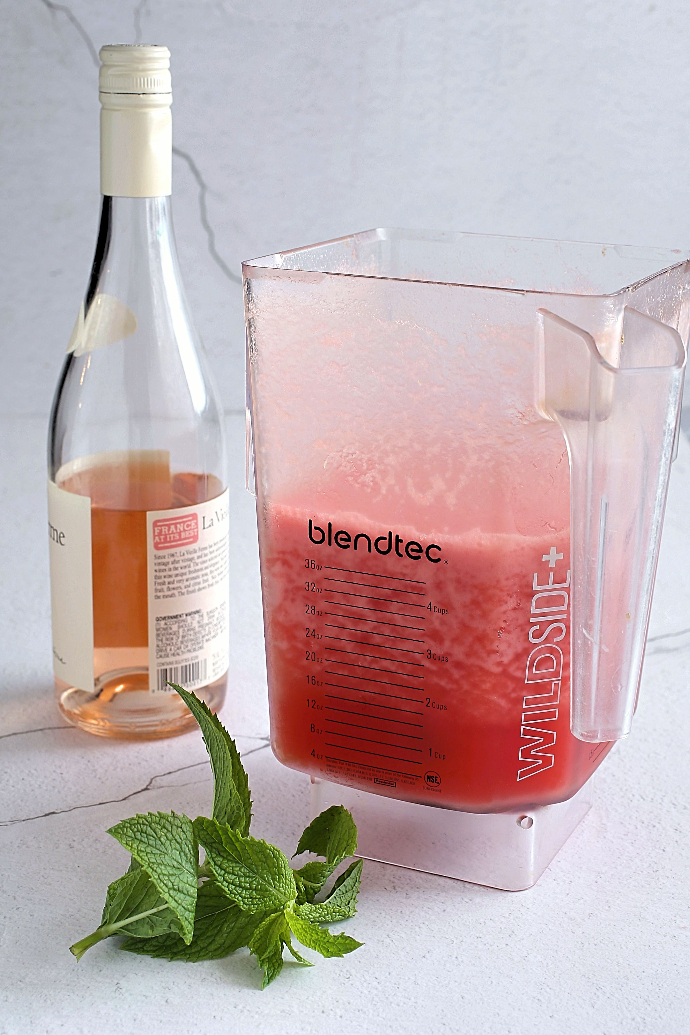 Recipe for a frozen cocktail with rosé wine and fresh watermelon.
