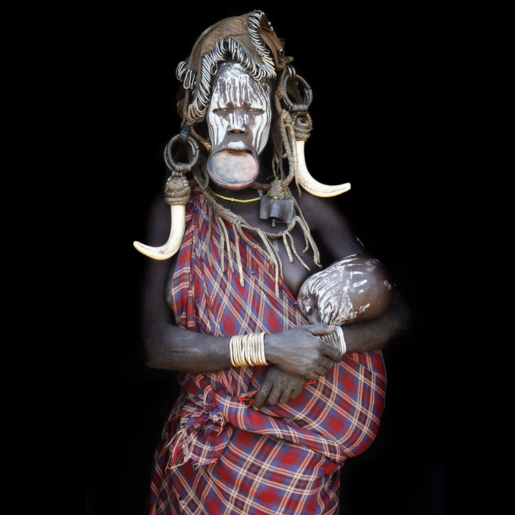 11 Mind-Blowing Pictures Of The Last African Nomads - A Mursi Mother With Her Child in Ethiopia