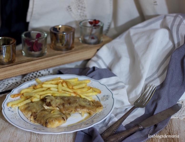 Pechugas de pollo rellenas gratinadas con velouté