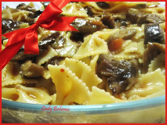 hiperica di lady boheme blog di cucina, ricette facili e veloci. Ricetta farfalle con funghi porcini e pomodorini
