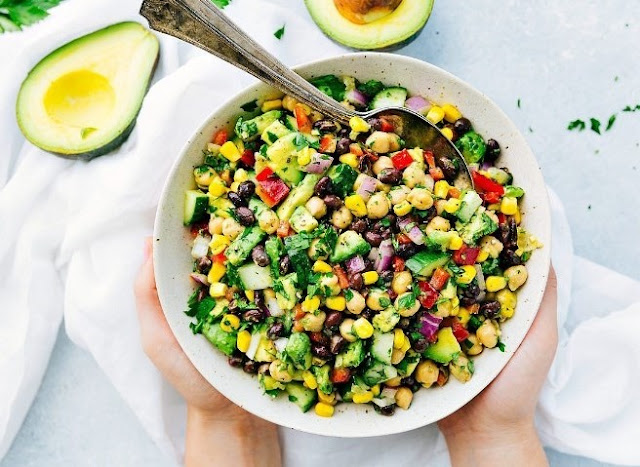 Loaded Veggie Salad with Chickpeas and Black Beans #vegan #salad