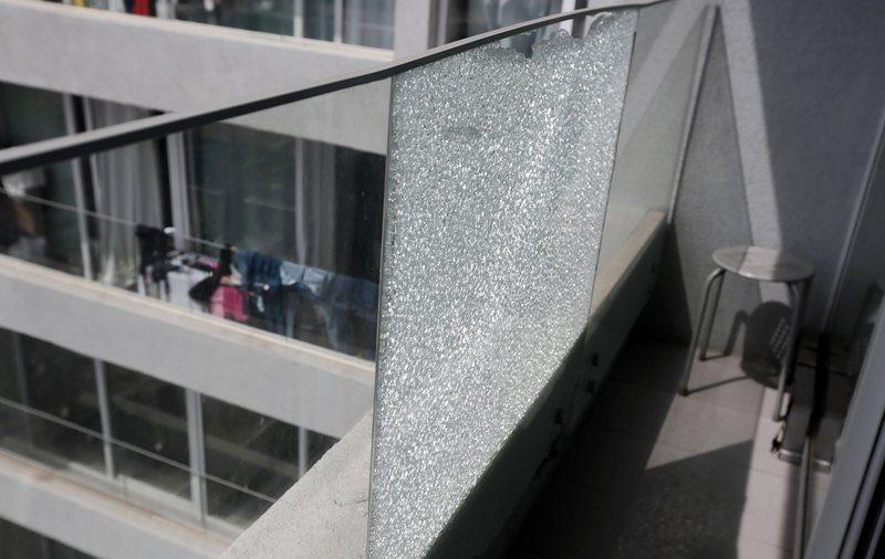 El extraño caso del vidrio del balcón que apareció roto
