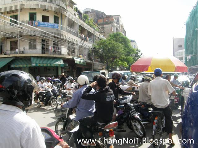 Chaotic street life in Phnom Penh, Cambodia