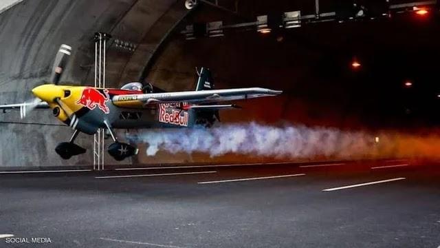 طائرة تحلق داخل النفق.. فيديو للتجربة الرهيبة