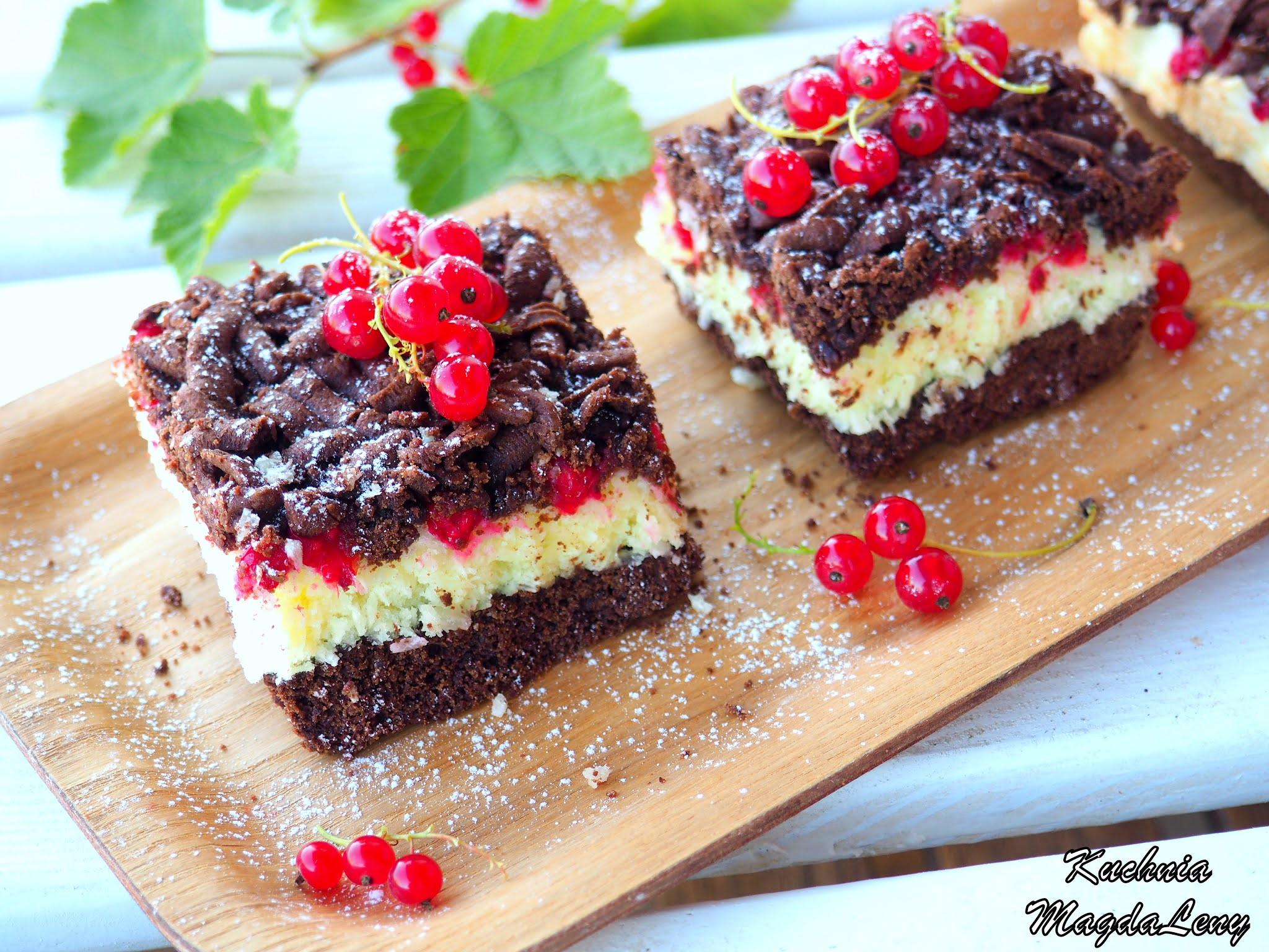 Ciasto z kokosową pianką i porzeczkami