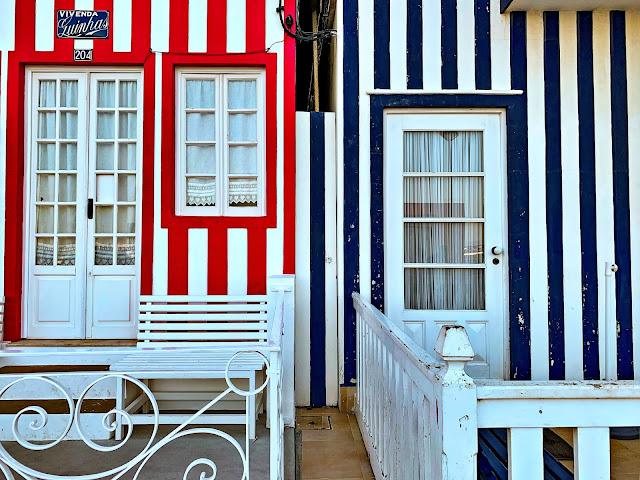 Jak dojechać z Porto do Aveiro? Jak dostać się z Porto do Costa Nova? To świetny pomysł na jednodniową wycieczkę z Porto: portugalska Wenecja - Aveiro i kolorowe domki w paski czyli Costa Nova.