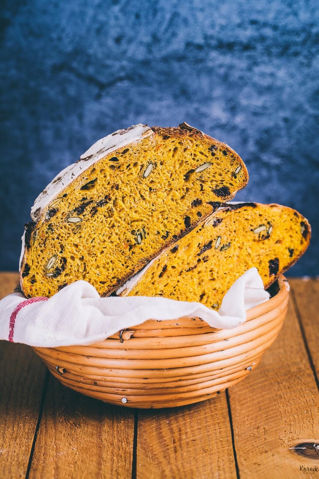 Chleb z dynią i suszonymi śliwkami