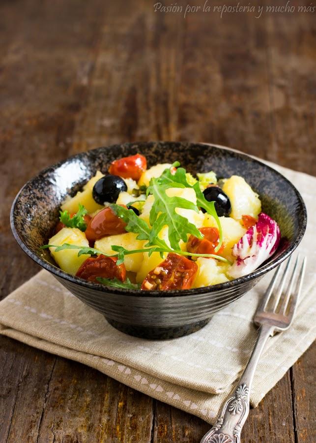 Ensalada de patata con tomates cherry confitados