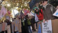 Cientos de estudiantes protestan en 60 ciudades de Italia contra medidas gubernamentales anticrisis