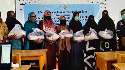 AYP Sebarkan 2.800 Paket Sembako untuk Warga Bone dan Wajo