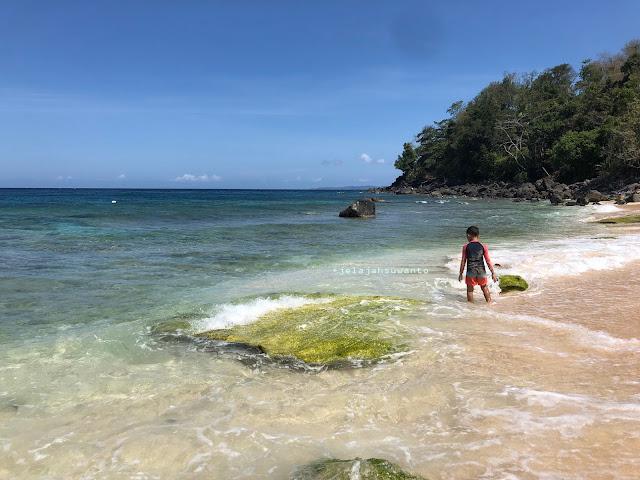 Bermain di Pantai Pal Marinsow, Likupang Timur  | ©jelajahsuwanto