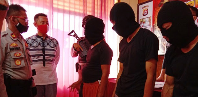 Janji Kampanye Tak Diwujudkan, Warga Nekat Rusak Kantor Desa
