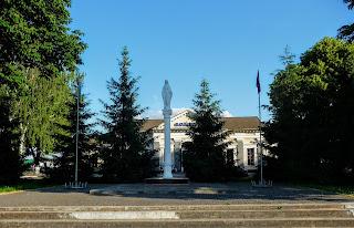 Дубно. Майдан Героев УПА возле вокзала