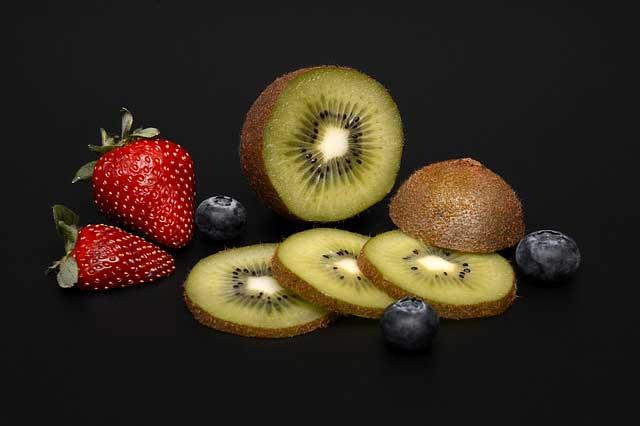 ما هي الفاكهة التي تحتوي على أقل كربوهيدرات؟