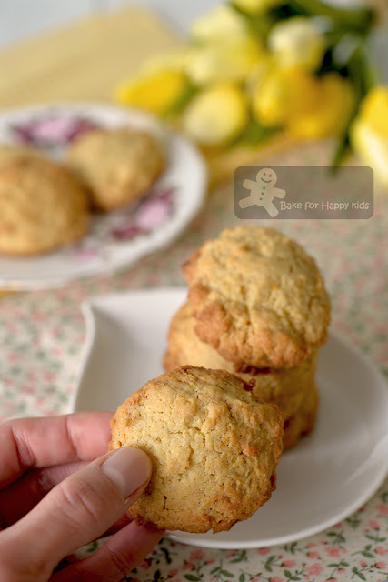 buttery crumbly lemon butter cookies
