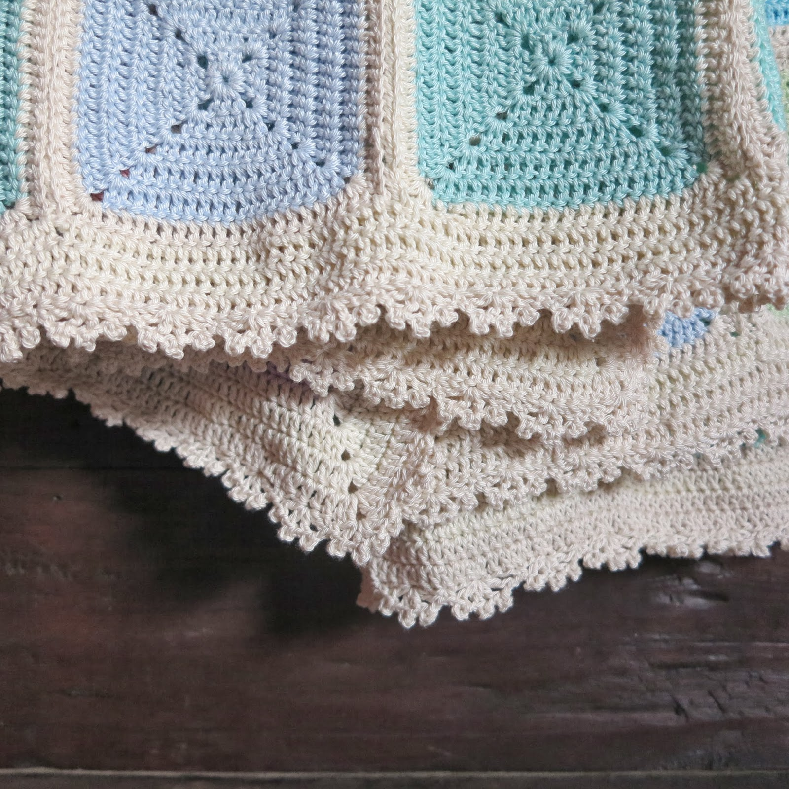 ByHaafner, crochet, travel blanket, backside, solid granny squares, pastel, picot edging