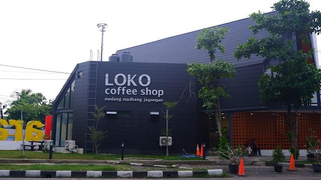 Ngopi Santai Sambil Mendengarkan Suara Decit Kereta di Loko Coffee Shop Semarang