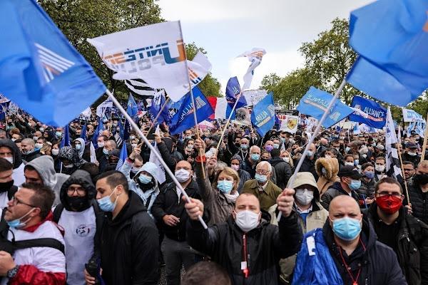 VIDÉOS. Des milliers de policiers devant l'Assemblée, la justice ciblée par les syndicats