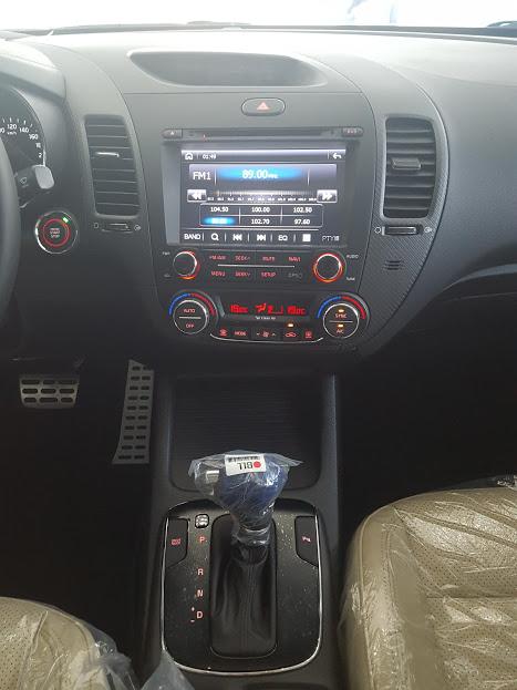 Kia Cerato 2017 trang bị màn hình DVD, điều hòa tự động