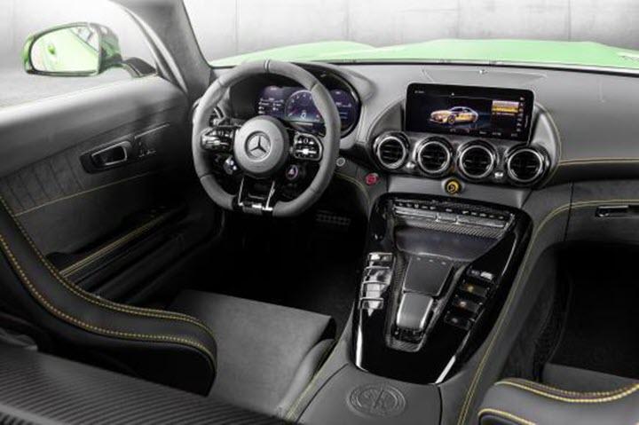 Mercedes-Benz trình làng 03 mẫu xe hiệu năng cao tại Việt Nam, giá cao nhất 11,59 tỷ đồng