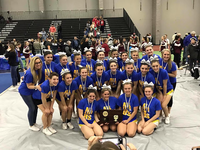Seymour Wildcat cheerleaders congratulated on championship title