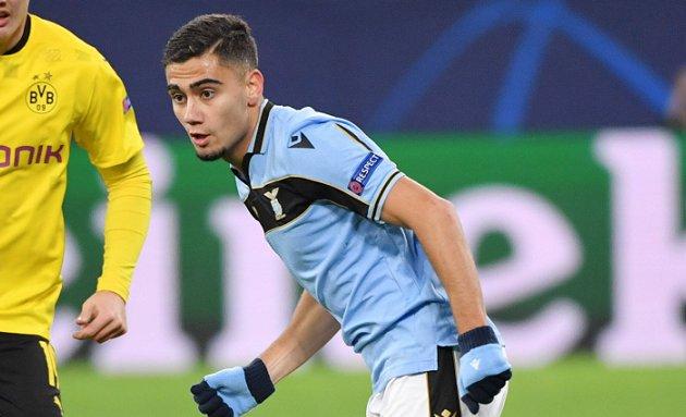 Manchester  Untied midfielder Pereira: Lazio can buy me