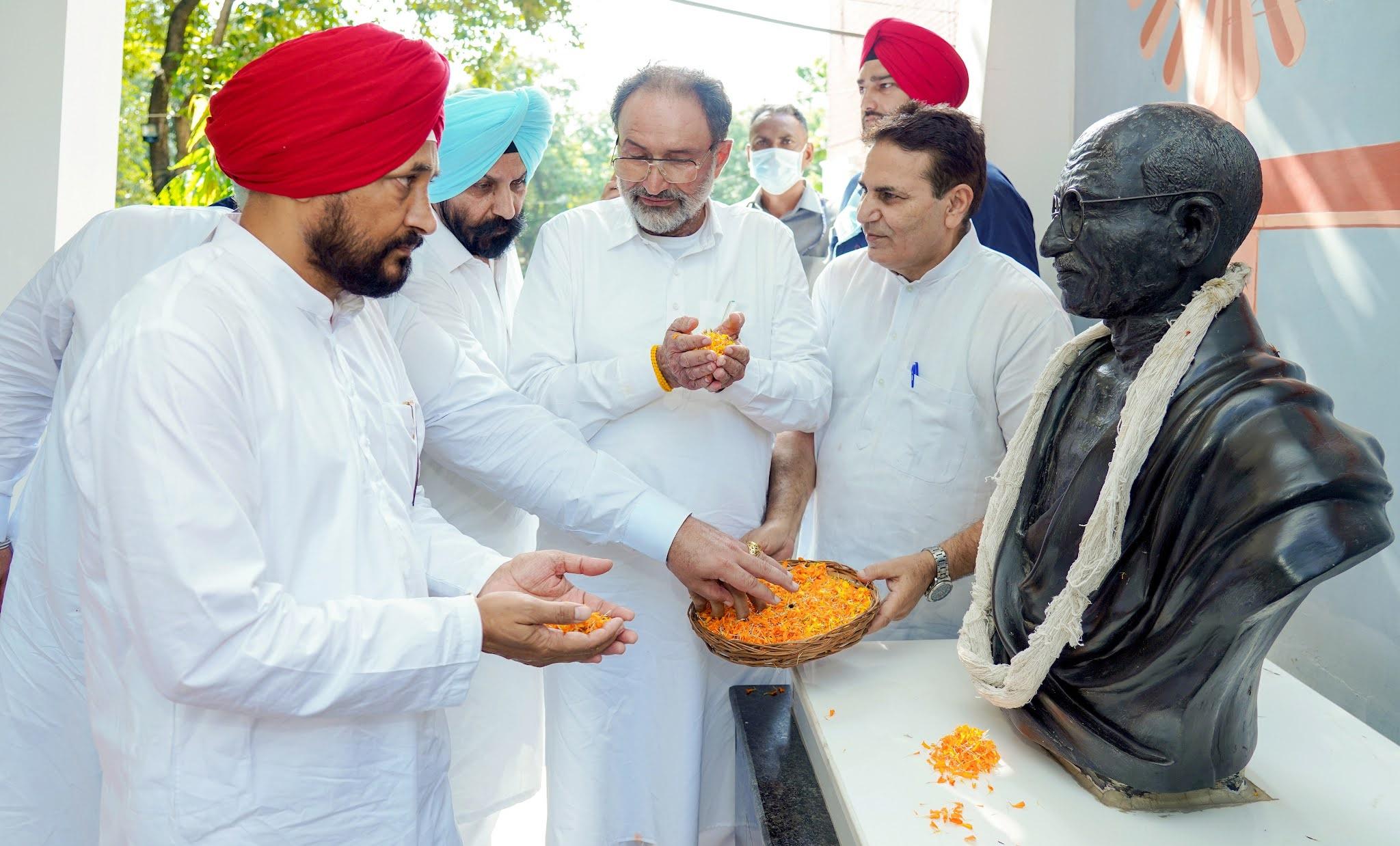 डंडा राज की बजाय लोकतांत्रिक मूल्यों का सम्मान करो: मुख्यमंत्री