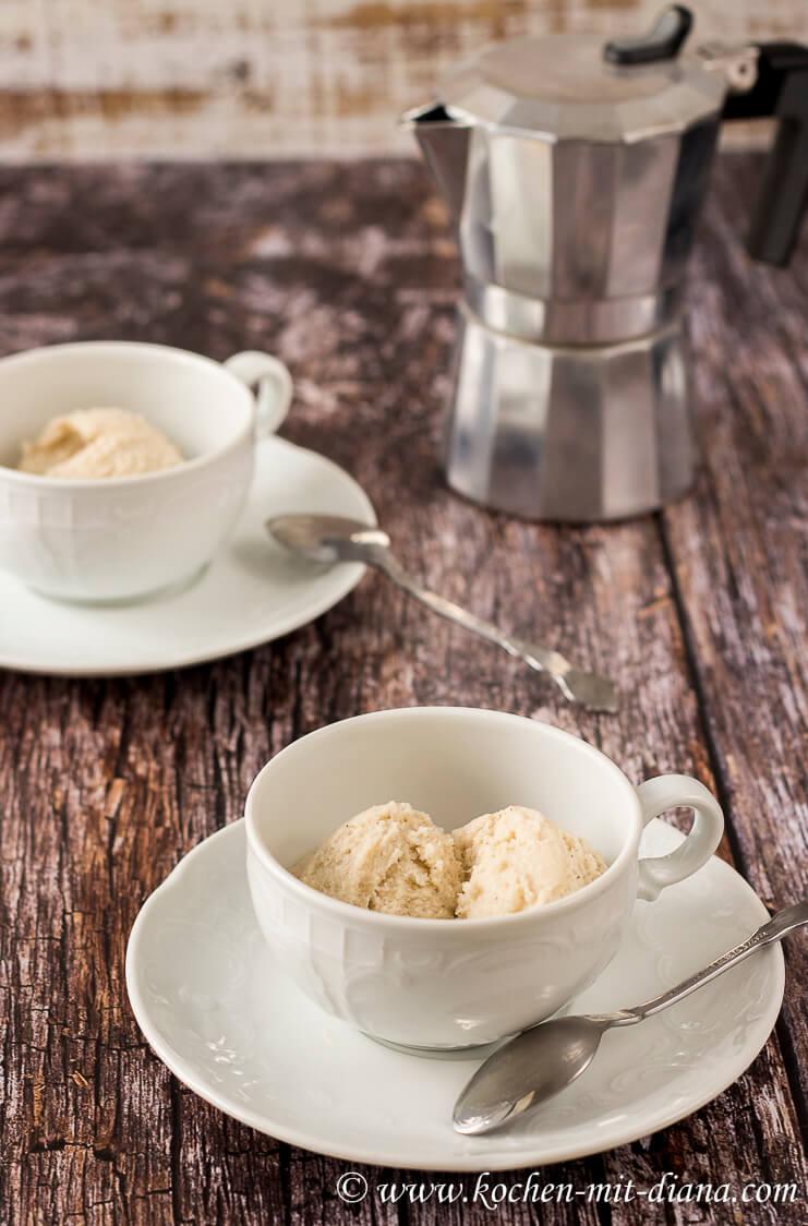 Vanilleeis-fuer-Affogato-al-caffè
