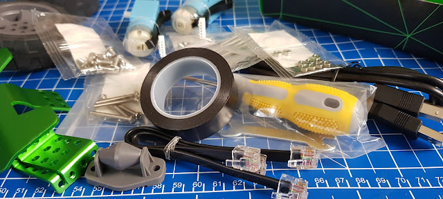 Robobloq Q-Scout box contents lower level electrical components""