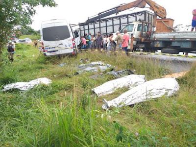 acidente-oito-mortos-feira-de-santana-sao-goncalo-bahia3
