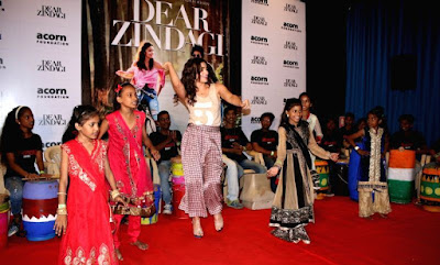 alia-bhatt-celebrates-childrens-day-with-ragpickers