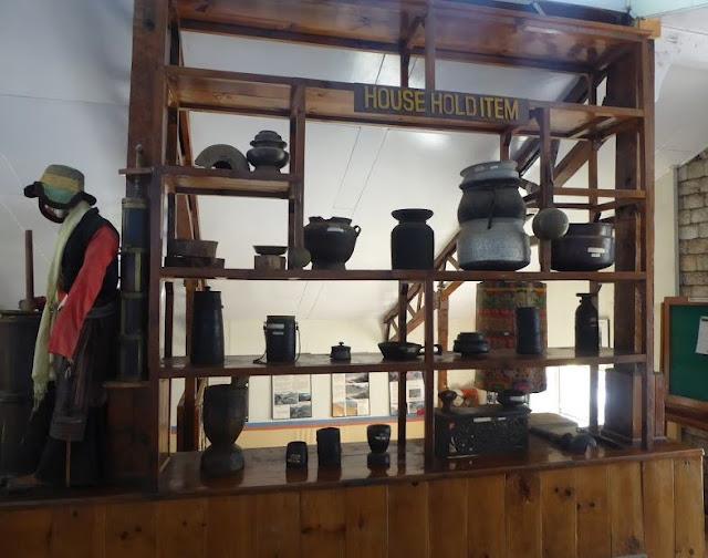 utensili usati un tempo nelle case nepalesi