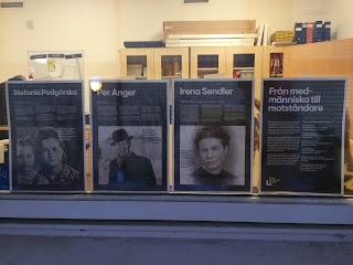 Bild på fyra av plancherna från Forum för levande historias utställning