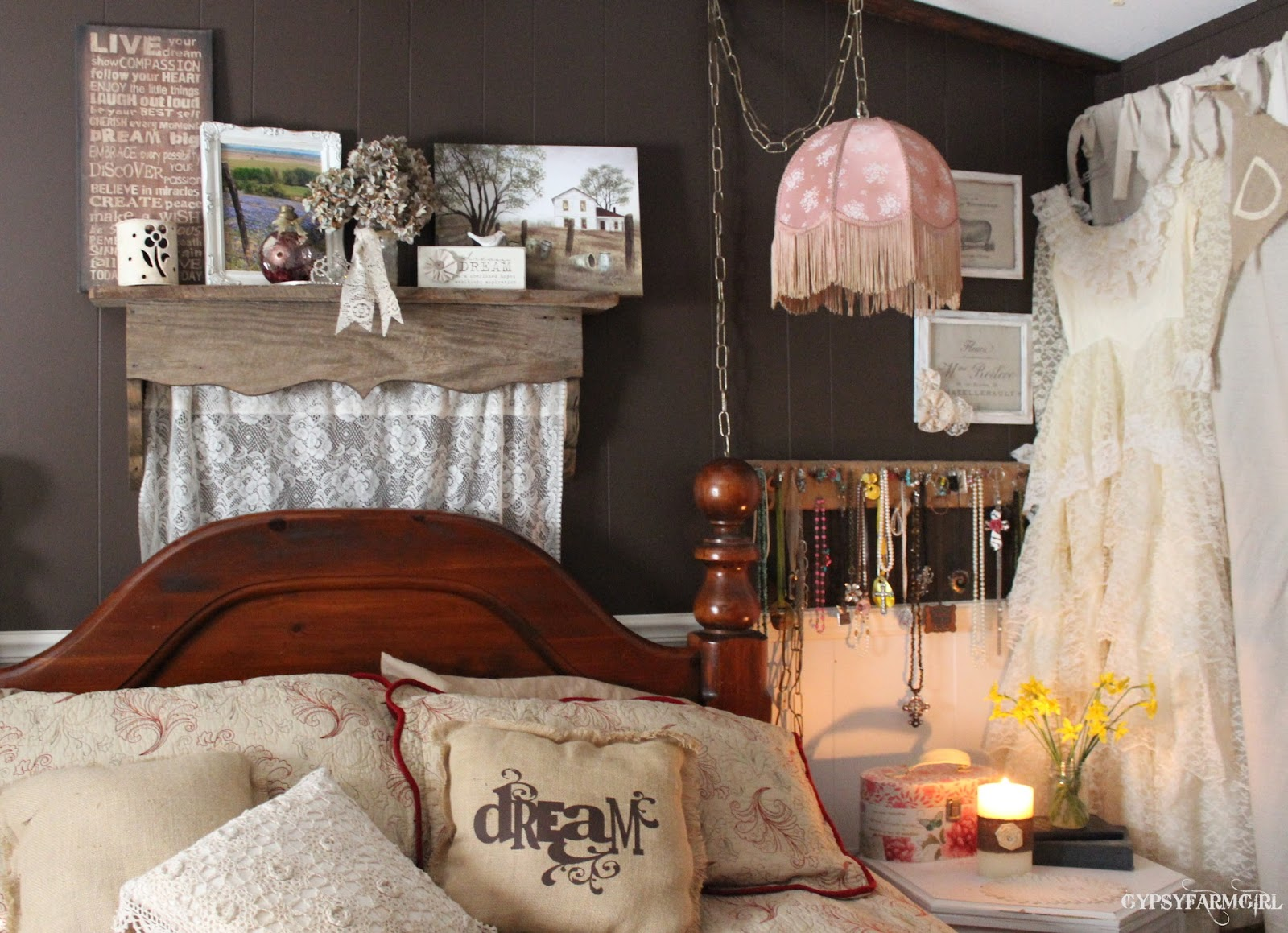 Decorating Ideas for Shabby Chic style Bedroom