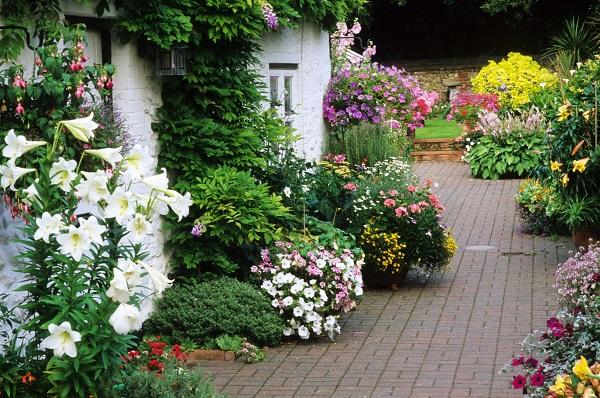 Patio o terraza con estilo campestre o de cottage guia - Jardines con estilo ...