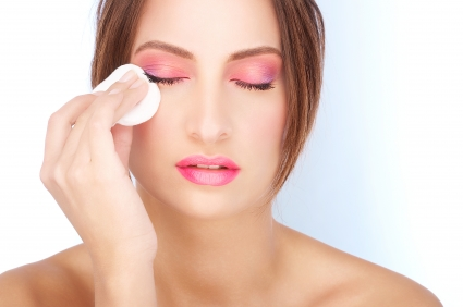 How to remove makeup to let your skin rest?