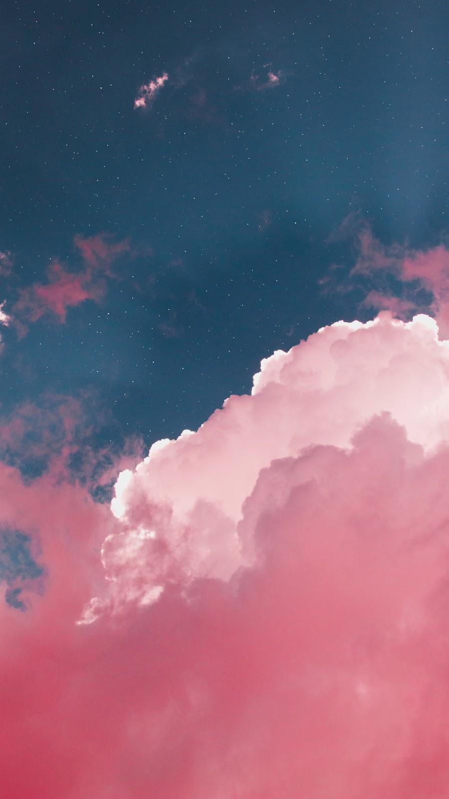 Mây hồng trên bầu trời
