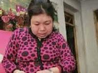 Wanita Cina Ini Menjadi Kamus Berjalan