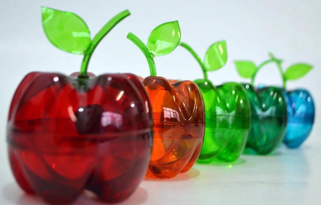 Reciclando garrafas pet: Maçãs de garrafa pet