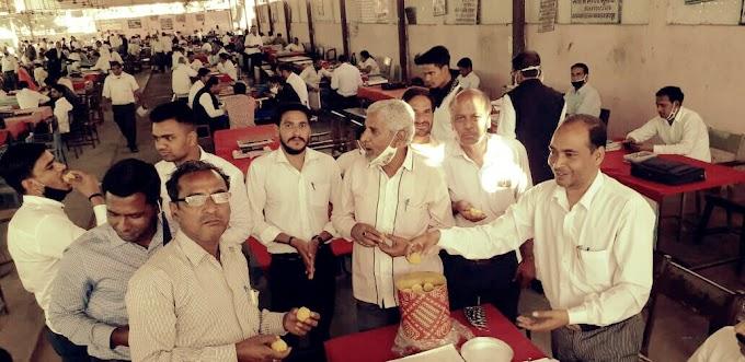 दिल्ली में आम आदमी पार्टी की जीत पर कार्यकर्ताओं में ख़ुशी की लहर