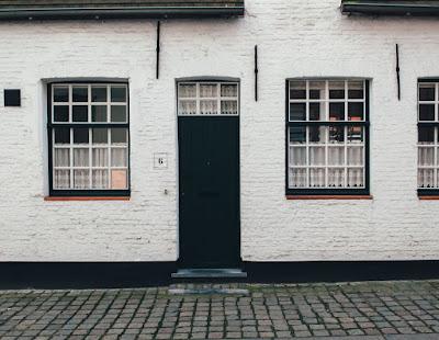 8 ενδείξεις ότι το σπίτι σας παρακολουθείται από κλέφτες