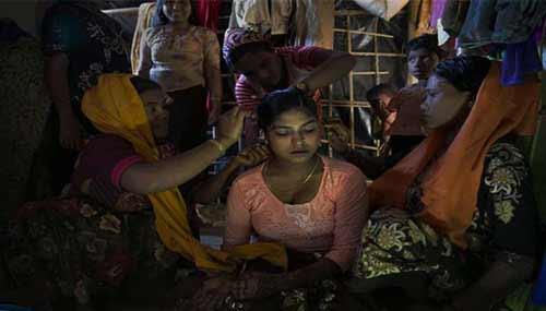 'বাংলাদেশে রোহিঙ্গা কিশোরী মেয়েকে বিয়ে দিয়ে পার করতে মরিয়া বাবা-মা'