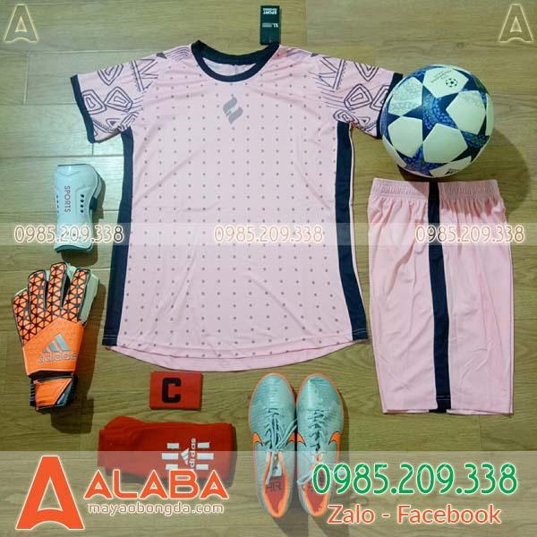 Áo bóng đá không logo màu hồng