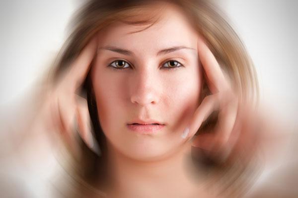 Khi bị rối loạn tiền đình, cơ thể mất thăng bằng dẫn đến chóng mặt