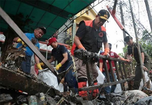 Anies Ikut Bersihkan Kotoran, Annisa: Kenapa Saya Teteskan Air Mata Lihat Foto Ini Yach, Terlalu Terharu Sama Pak Anies