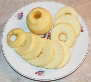 mere rondele, mere felii, retete cu mere, preparate din mere, retete, mere taiate felii pentru mere pane la tigaie,