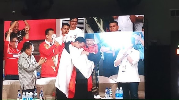 Raih Medali Emas, Pesilat Hanifan Pelukan Bareng Jokowi-Prabowo, Ini Videonya