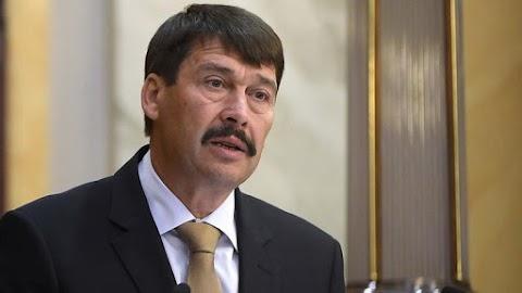 Klímaügyi javaslatokat vittek az államfőnek ellenzékiek