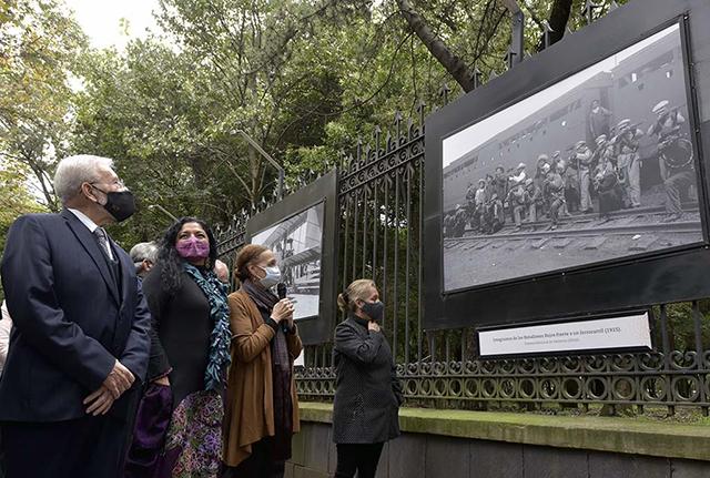 """Inauguran """"El tiempo en imágenes. 130 años de la Secretaría de Comunicaciones y Transportes"""""""